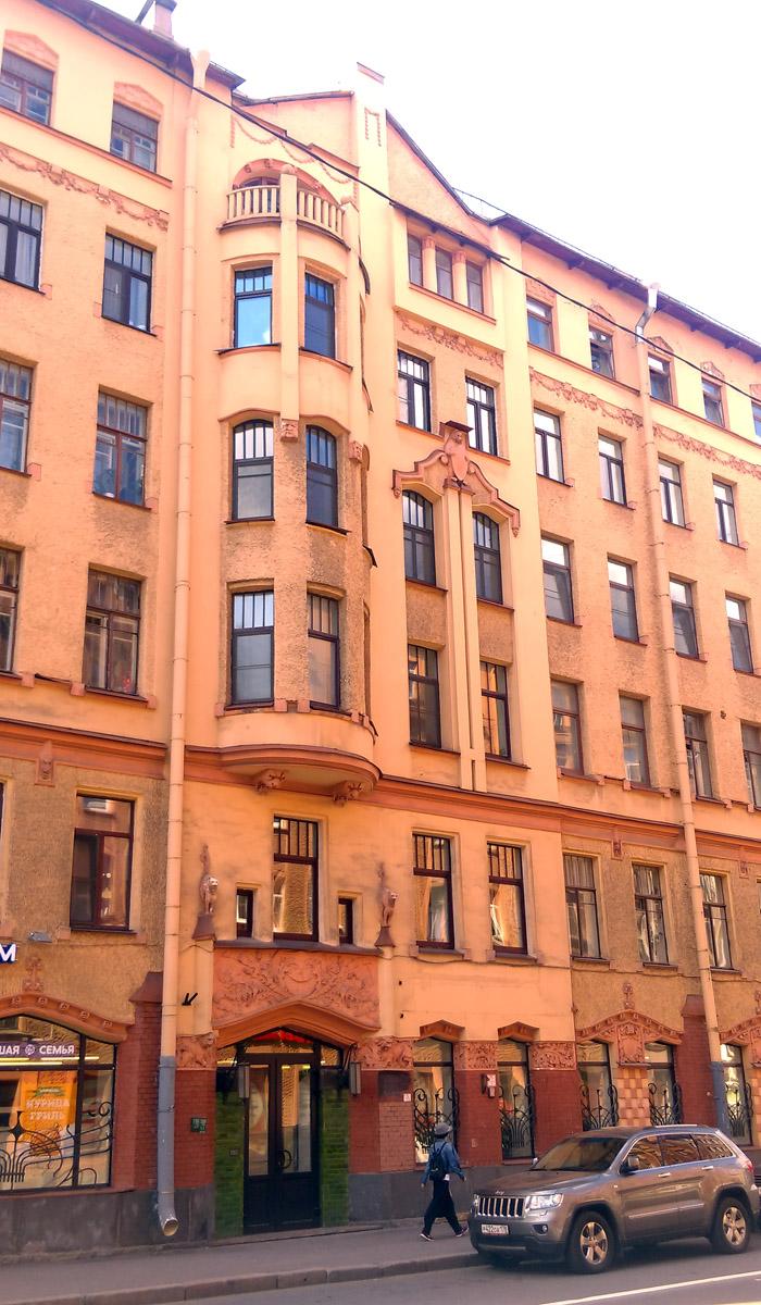 Фасад со стороны улицы Ленина.