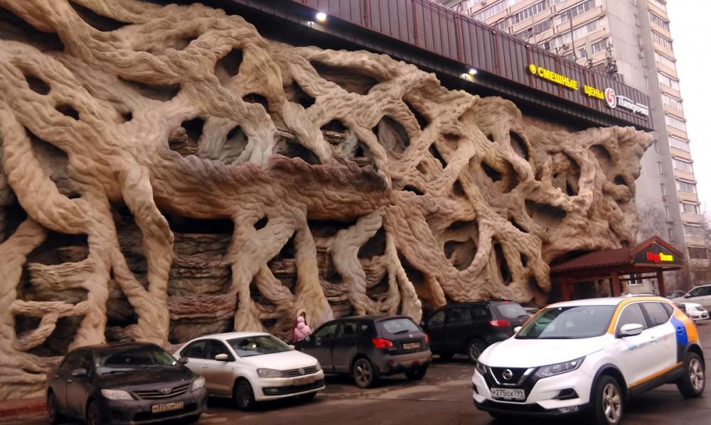 Это необычное здание расположено по адресу Москва, Грайвороновская ул., 19. Долго собирался добраться до него, что бы увидеть своими глазами.....  Впечатляет!