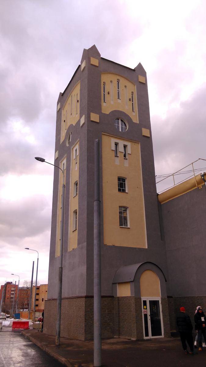 Исторический корпус бывшей фабрики Пфейфера с водонапорной башней 1910-х гг. постройки