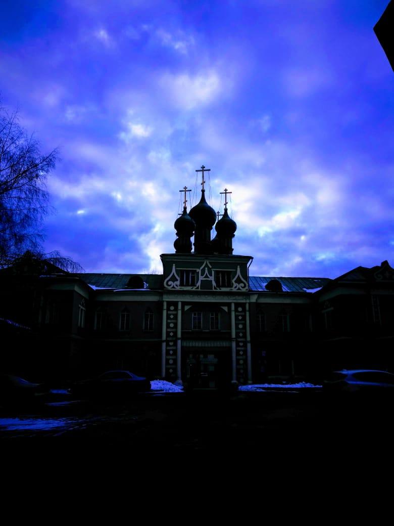 Надвратный храм Воздвижения Креста Господня