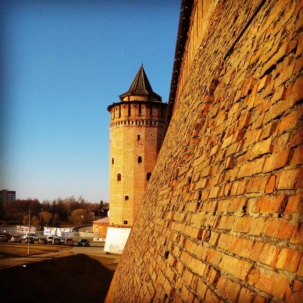 Московская область, Коломна. Коломенский кремль. Западное прясло крепостной стены и Круглая башня (в народе - Маринкина)