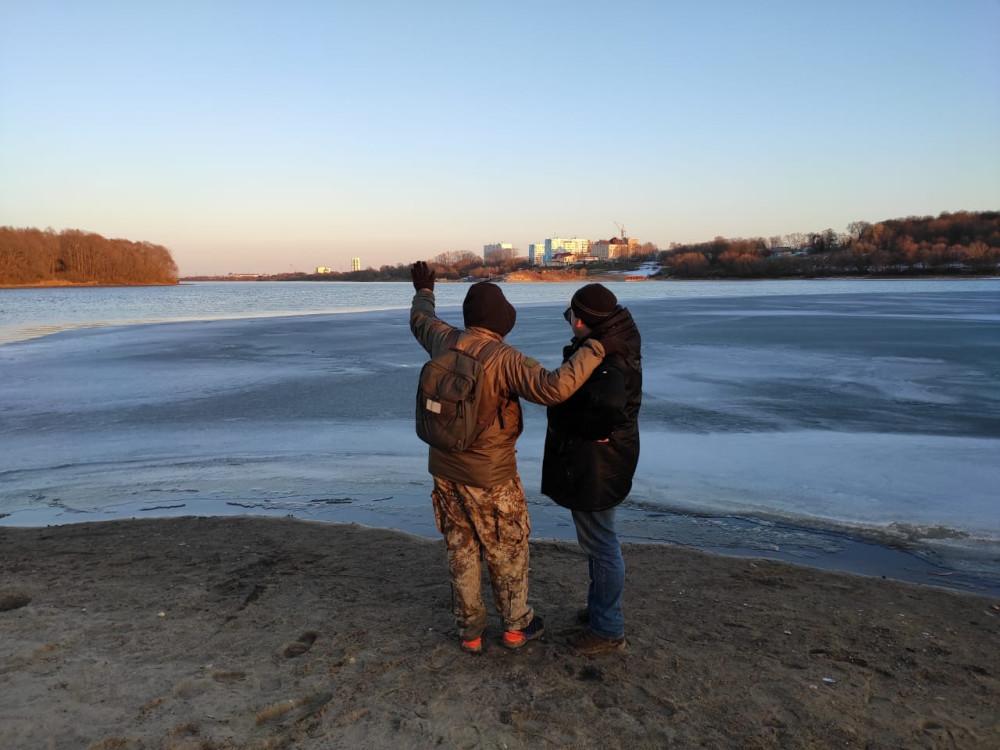 Стрелка Москвы-реки и Оки. Слева Москва река, справа подо льдом Ока. По Оке мы пару раз сплавлялись на катамаране.