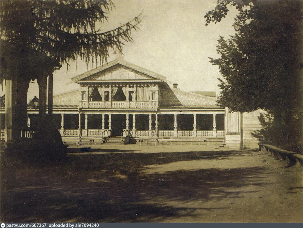 Первое здание Летнего Клуба Благородного собрания.