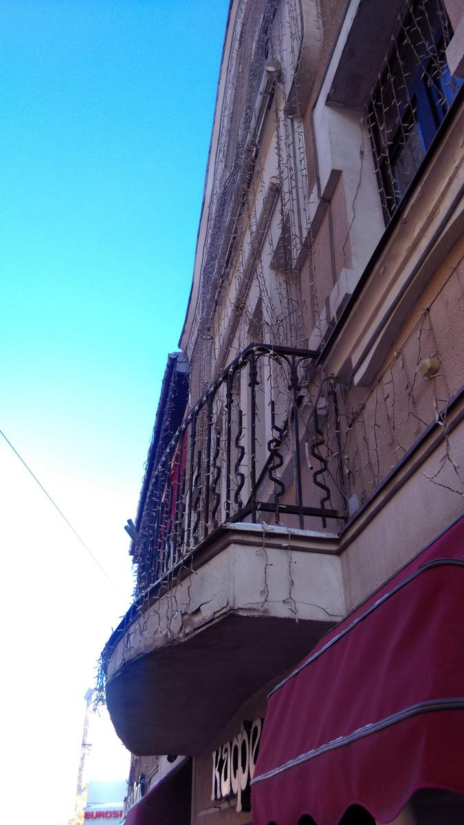 Декоративный балкон.