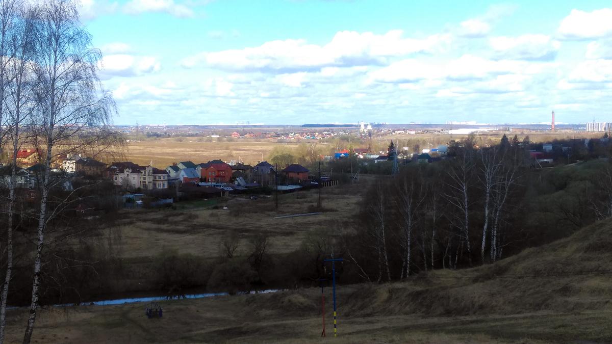 Горнолыжный спуск и подъемник на склоне у р. Рожайка.