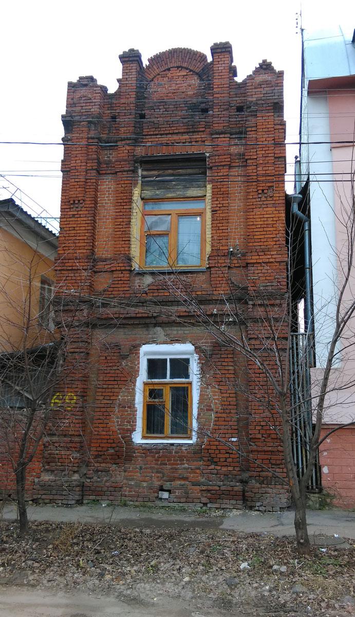 Рязань, ул. Урицкого, 69. Самый узкий дом в городе.