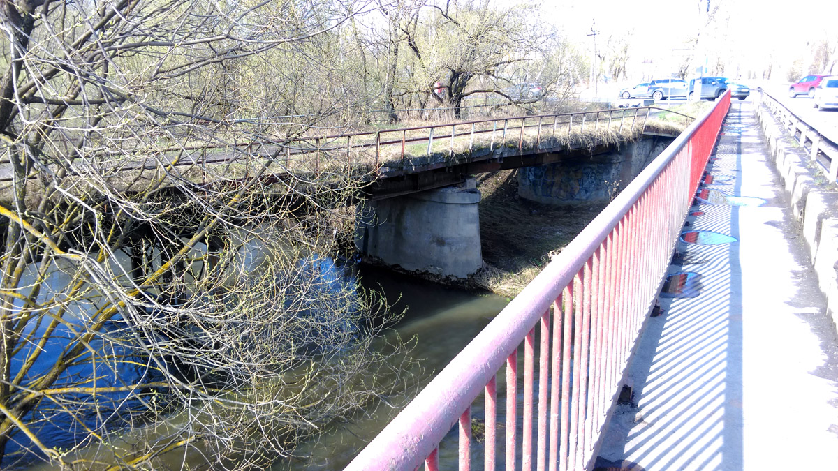 Старый и новый автомобильные мосты через р. Рожайку.