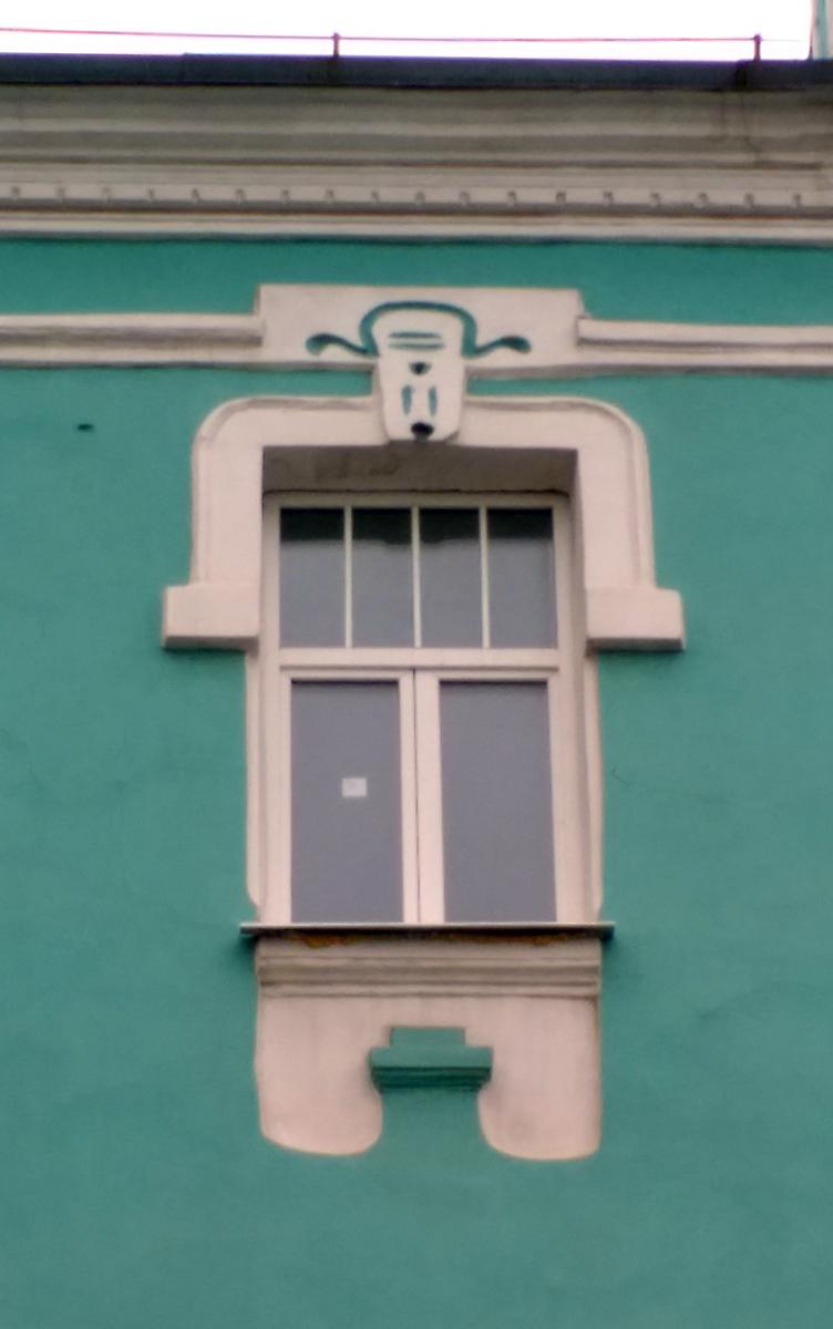 """Не могу понять, окна третьего этажа мне больше напоминают персонажа мультика """"Жил-был пес"""" или Рекса из мульта """"Лелик и Болик"""". В любом случае, я вижу пса. А вы?"""