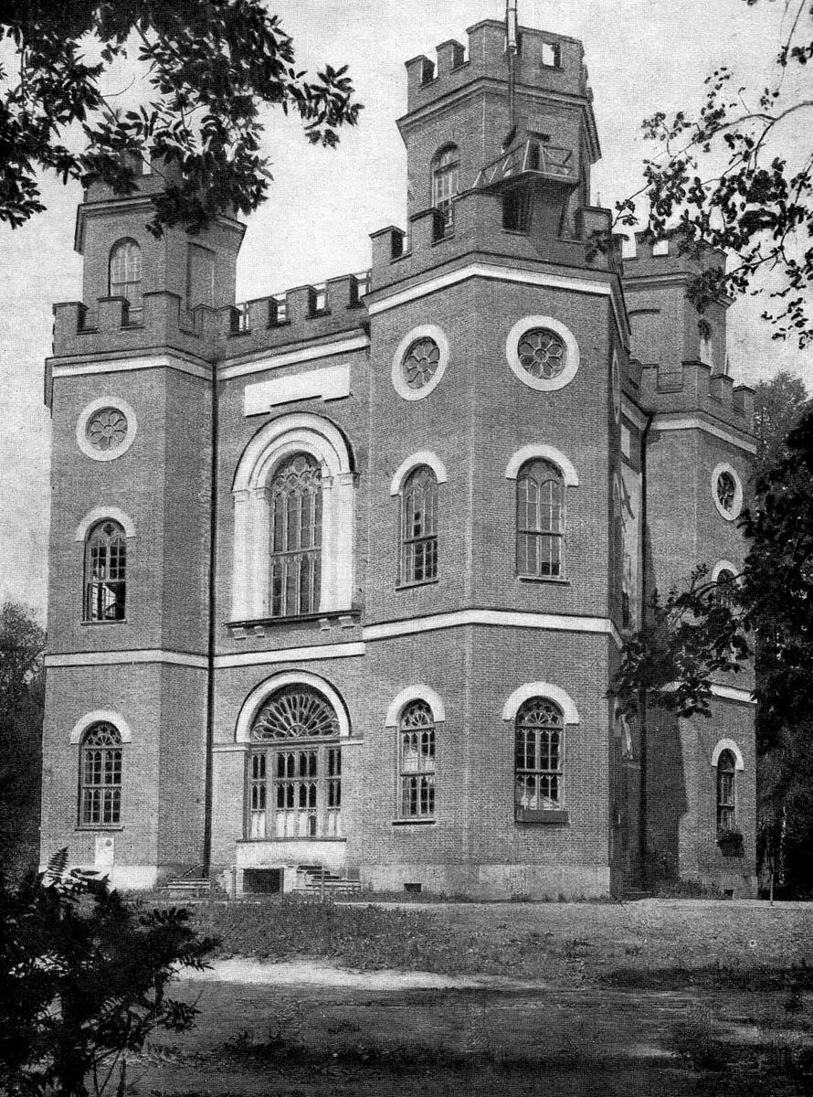 1930-1940гг. Обратите внимание на башне видна площадка для прыжков с парашютом.