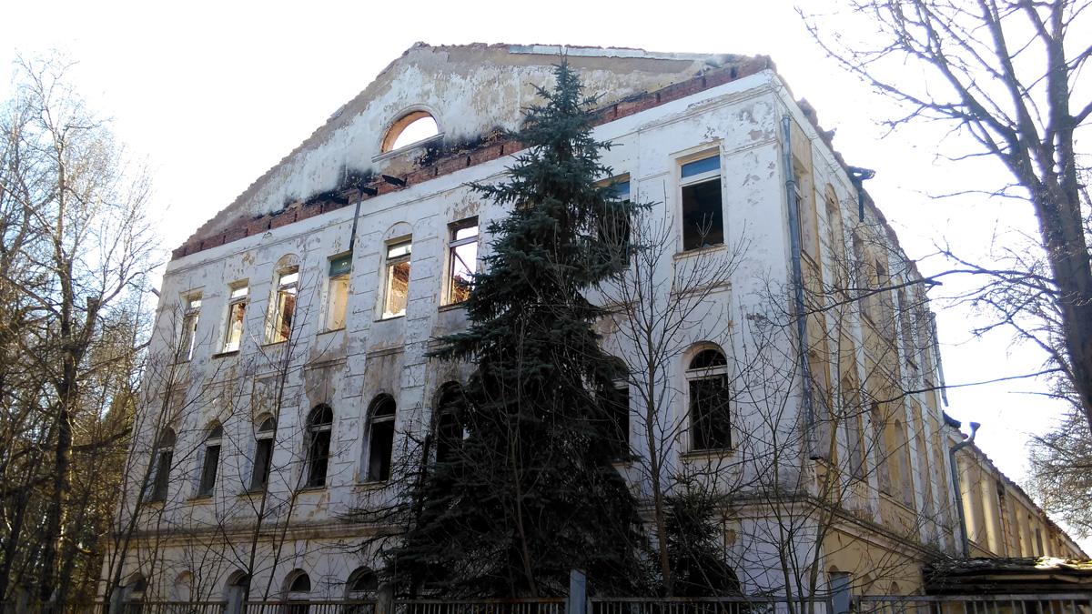 Главный дом усадьбы Дугино.