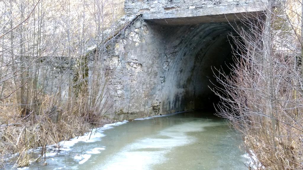 Тоннель под жд насыпью.