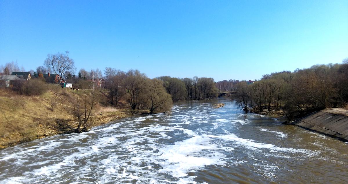 Перешел на противоположенный берег, и прошел вдоль реки примерно 3,5 км.