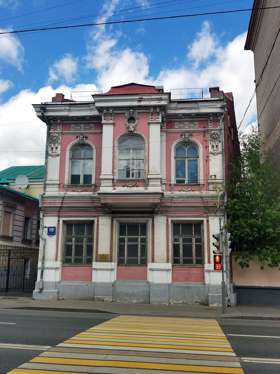 17 мая 2020г. Москва, Старая Басманная ул., 19 строение 16. Координаты:  55°45'58