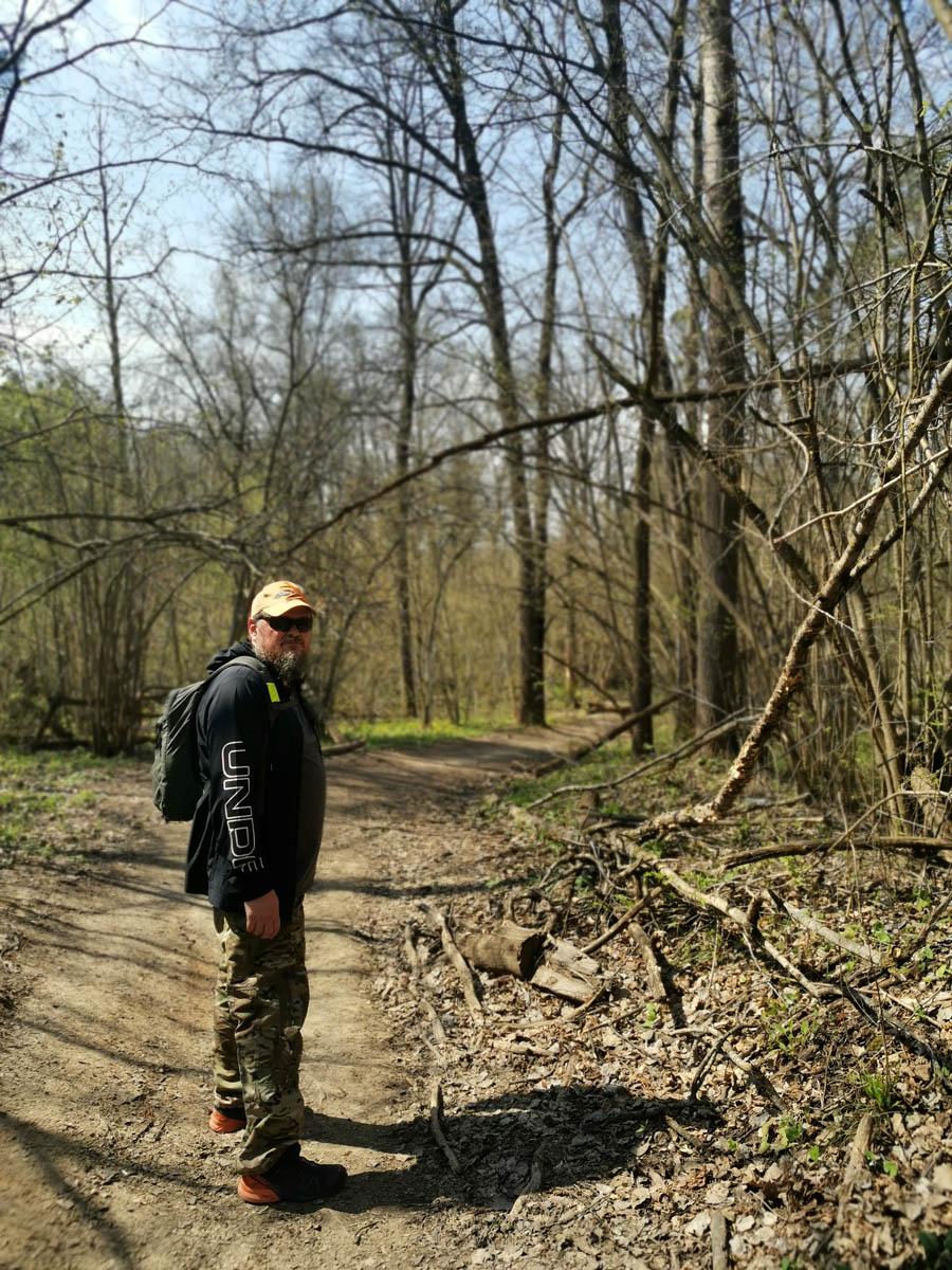 Продолжаем путь через лес вдоль территории Дома отдыха «Салют». Не отставайте! Рожайка уже близко.