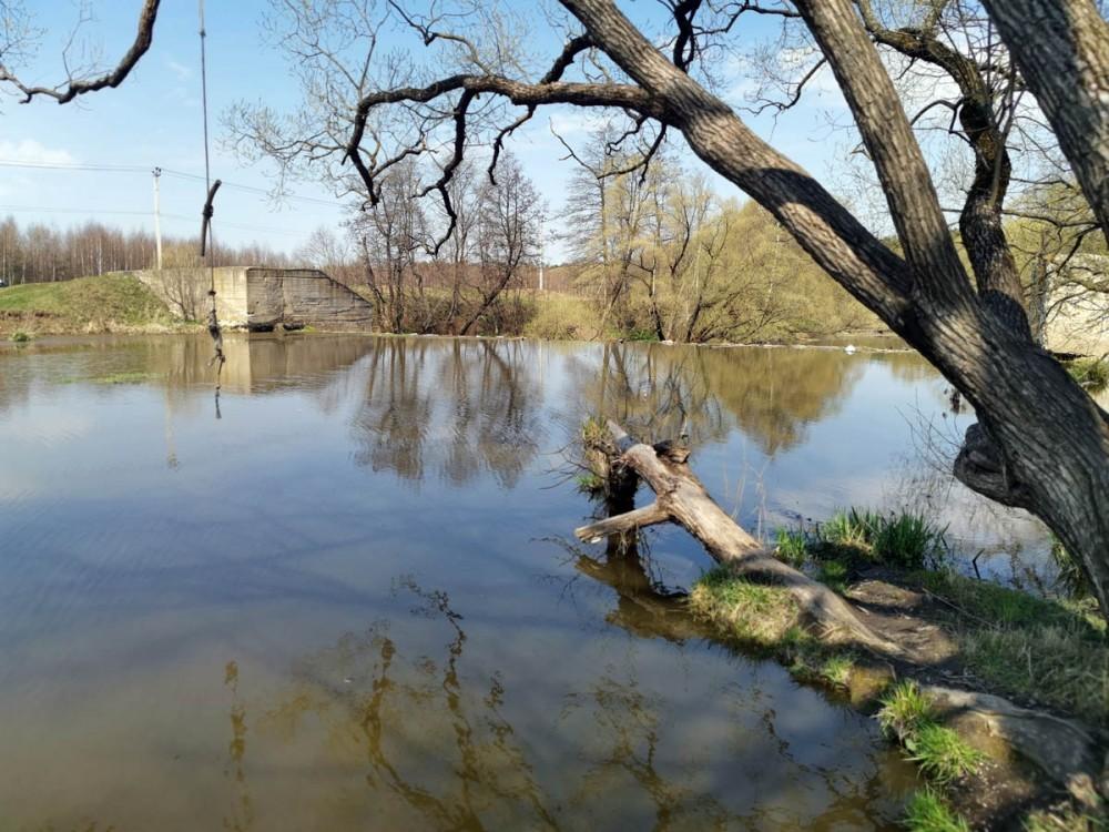 А это уже река Рожайка и плотина.