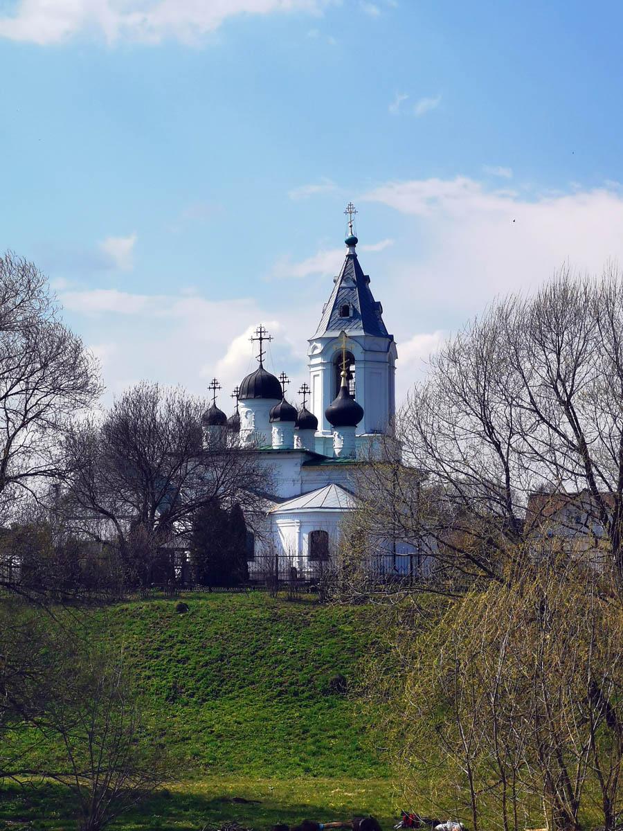Церковь Воскресения Христова была построена в 1670—1671 гг. стольником И.С. Телепневым.