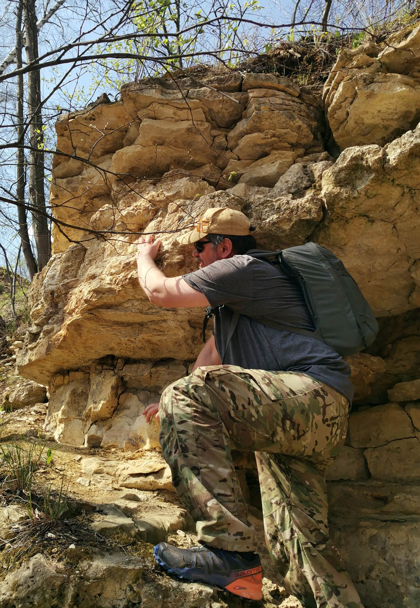 Мне ближе альпинизм, чем скалолазание, но поддался настроению и тоже попытался залезть по стене....