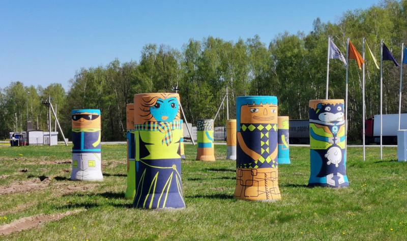 """11 мая 2020. Инсталляция вокруг стелы строящегося Индустриального парка «Ступино-2». Координаты:  55°0'10""""N 38°3'46""""E"""