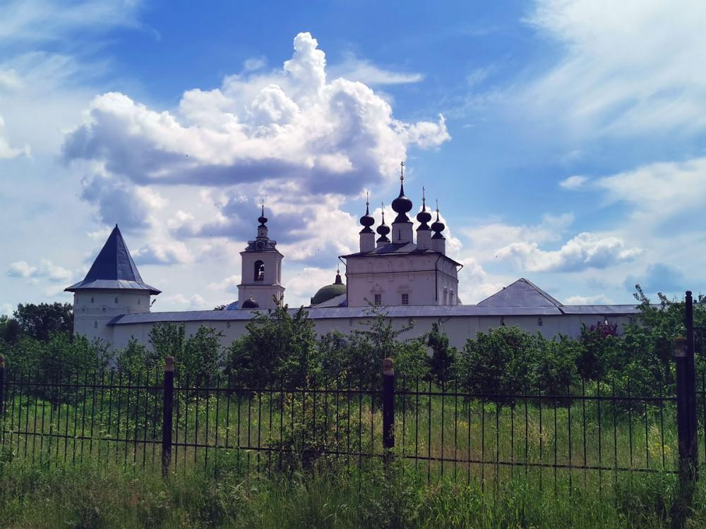 Свято-Троицкий Белопесоцкий женский монастырь. Каждый раз собираюсь его подробно отфоткать, но никак не соберусь...