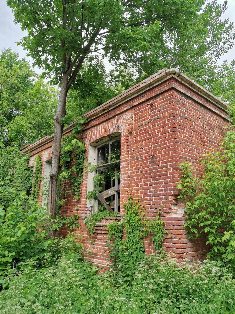 В этом здание также раньше была школа.