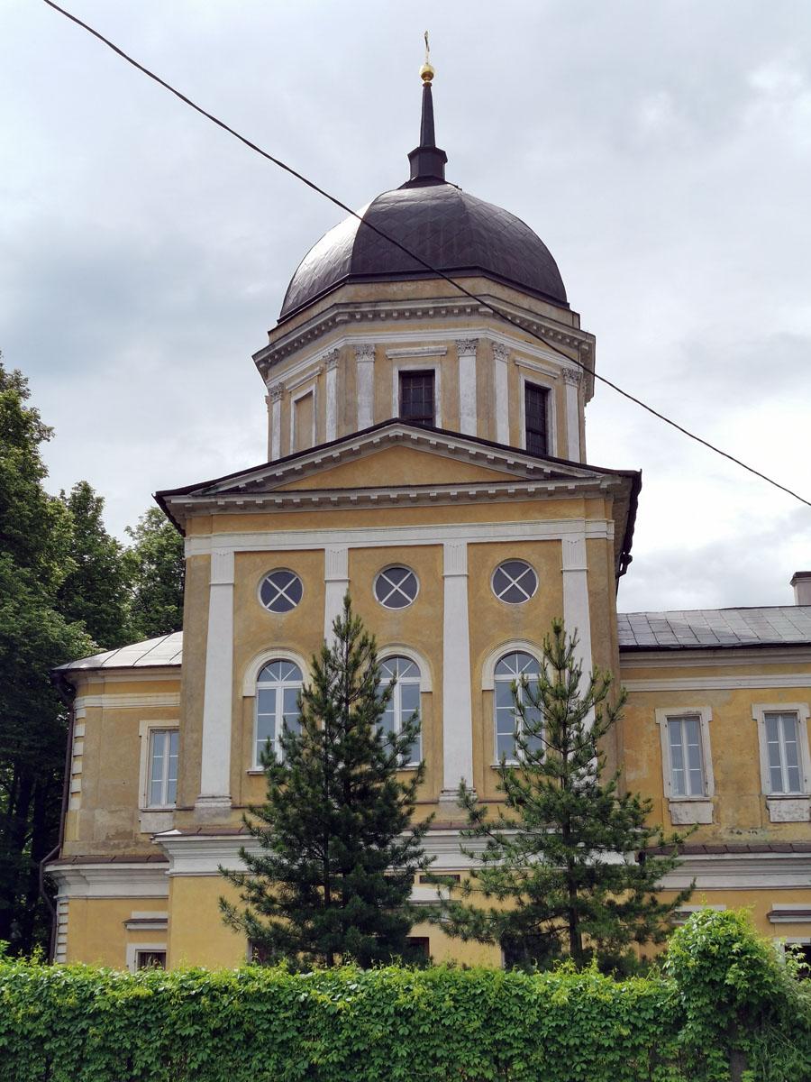 В советское время храм закрыли, уничтожили внутреннее убранство и шпиль над колокольней. В 1993 г. здание передано общине верующих.