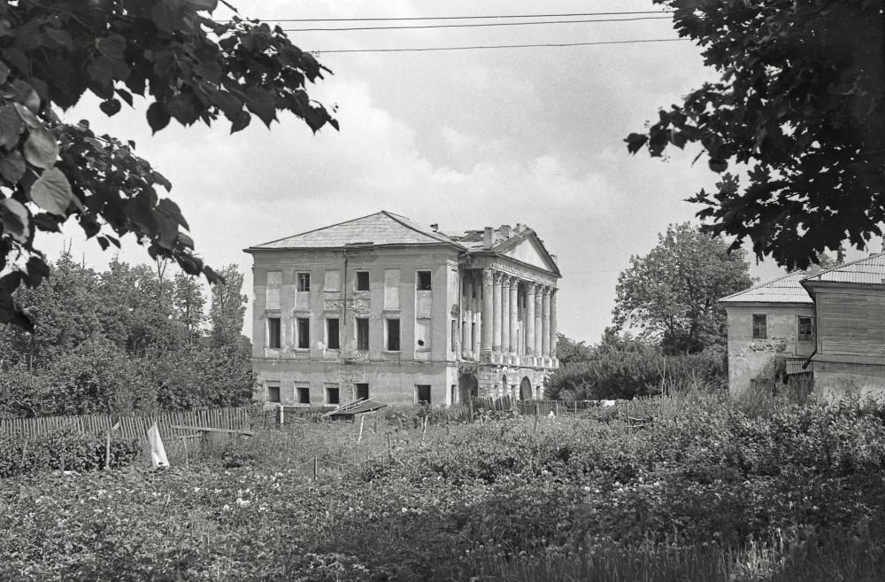 Фото 1974 года. Здание уже в заброшенном состоянии.