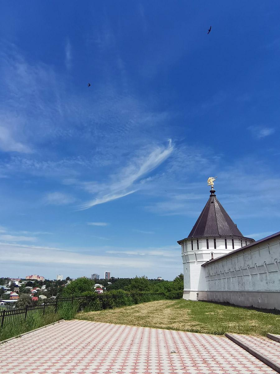 Смотровая площадка с видом на пойму реки Нара и западную часть Серпухова.