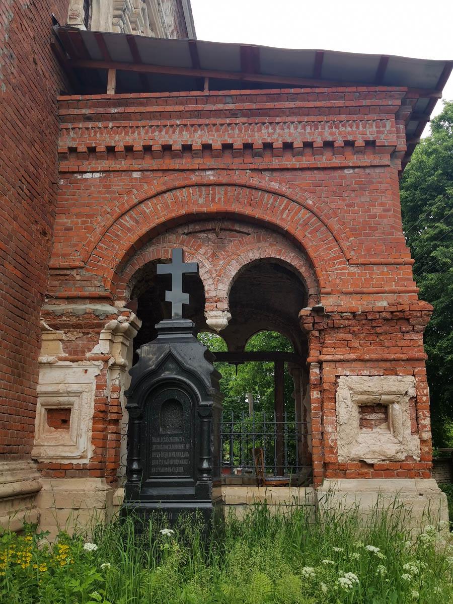 Могила купца П.Н. Фирсанова