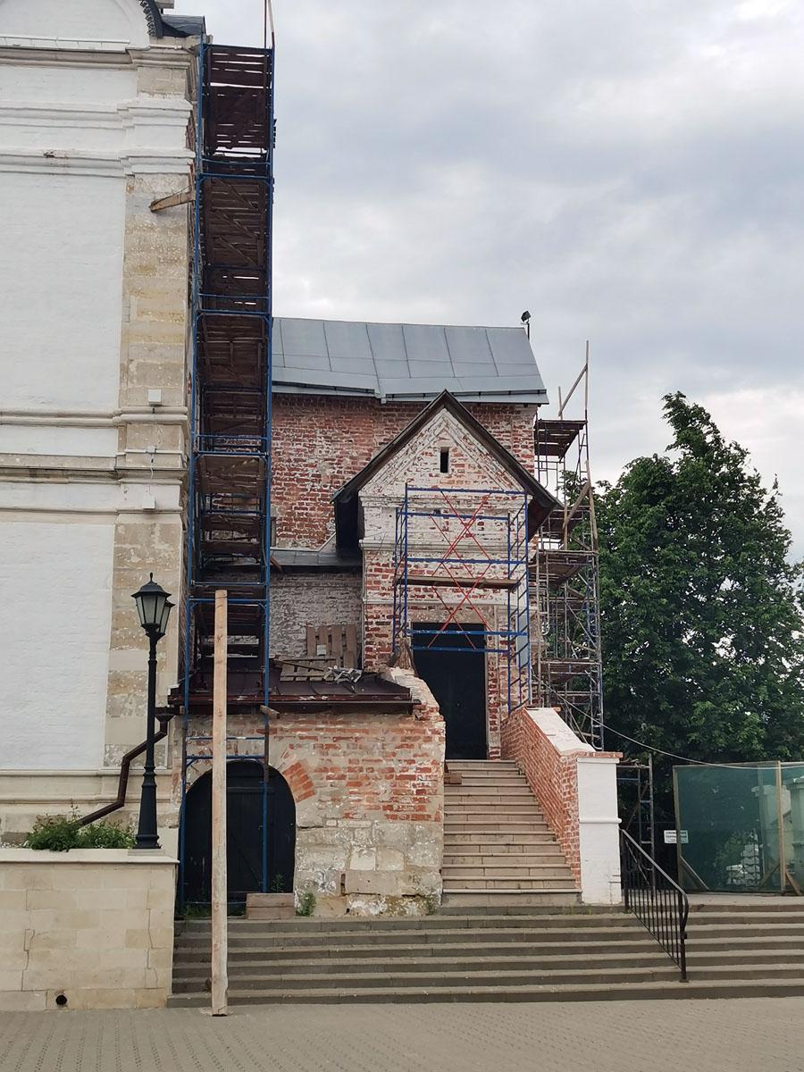 Работы по реставрации Храма продолжаются.
