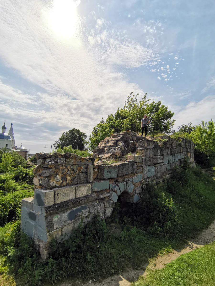 Второй сохранившийся фрагмент стены.