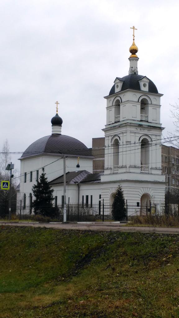 Храм Илии Пророка в Ильинском с Никольским приделом сложена из белого камня и кирпича на пожертвования прихожан в 1819—1829 гг.