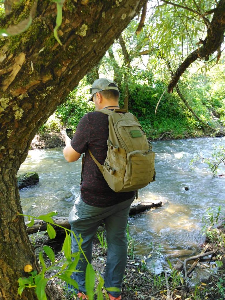 А чуть ниже по течению я фотографирую более быструю воду...