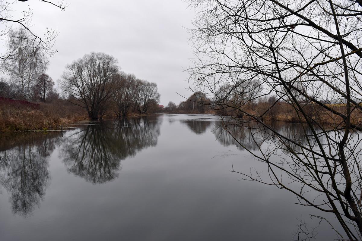 Красивые виды на каскад прудов севернее села Ильинское.
