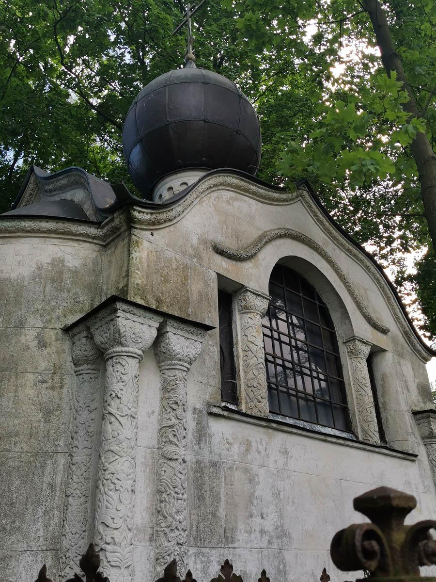 Одна из самых красивых усыпальниц на кладбище