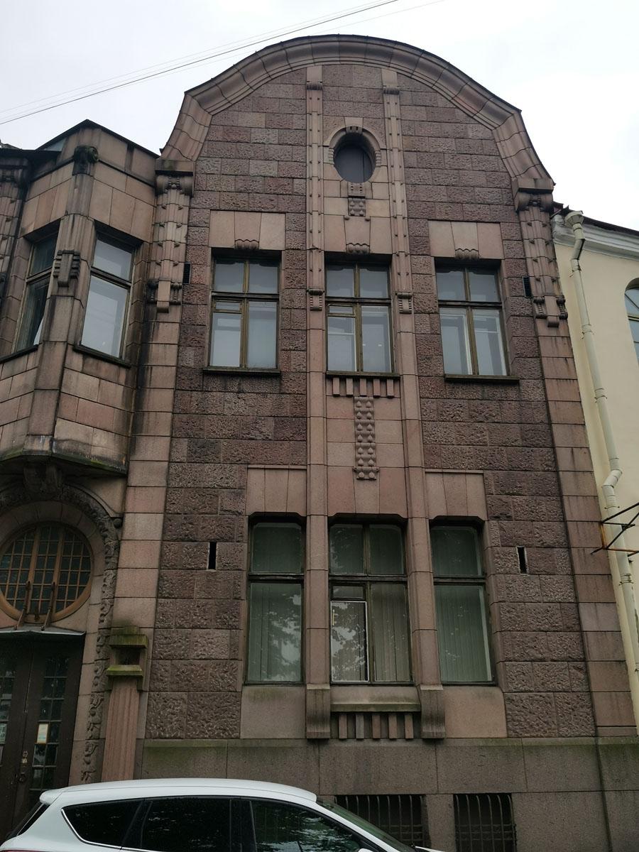 Что касается интерьеров, то они после Советско-финской войны и послевоенной перестройки дома, не сохранились...