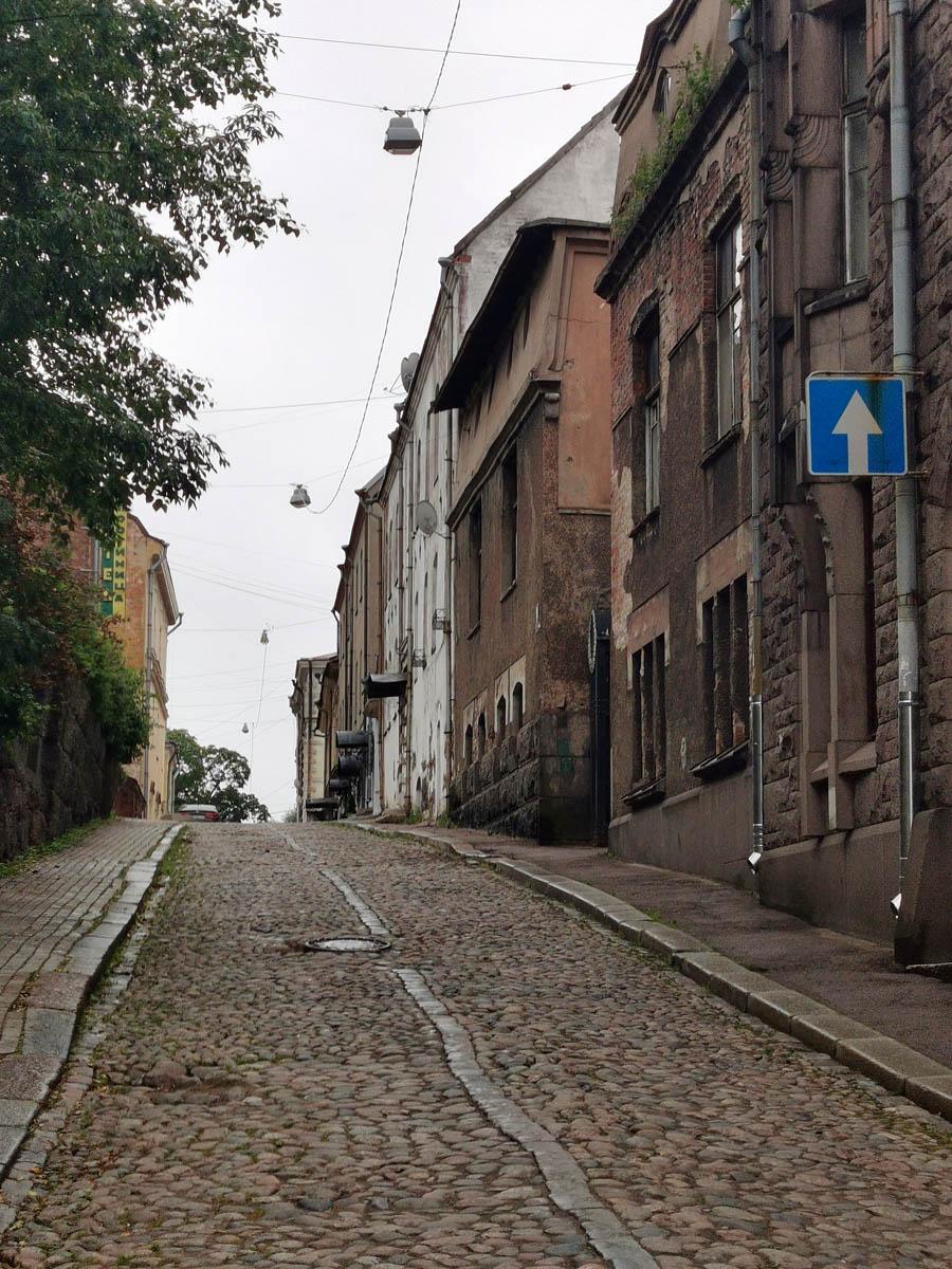 Теперь предлагаю свернуть на Подгорную улицу и посмотреть фасад дома Хакмана с этой стороны..