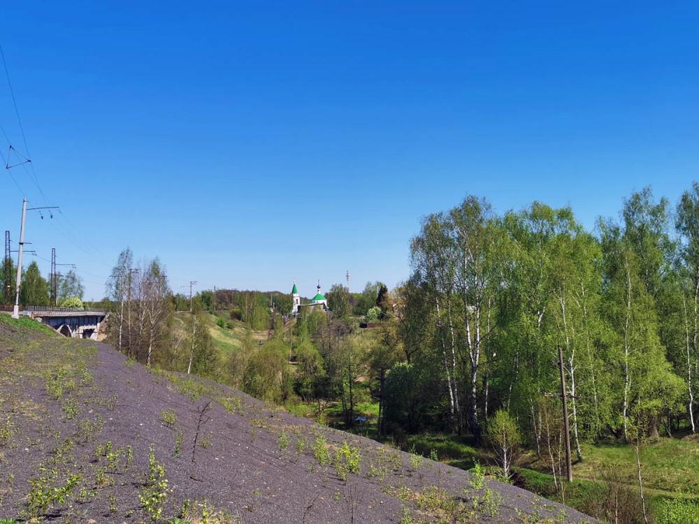 Затем по железной дороге подошли к мосту через реку Каширка.