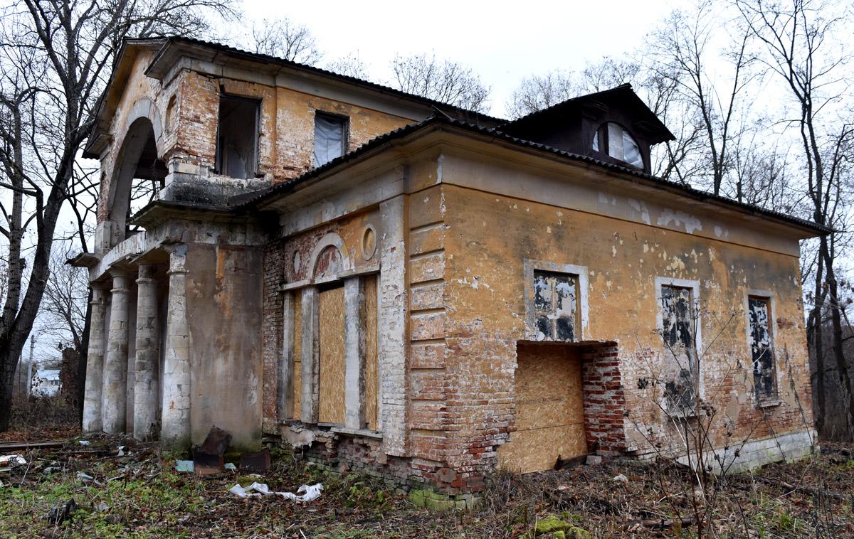 Главный дом усадьбы Ляхово.