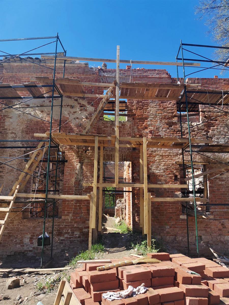 Надеюсь меня пригласят, когда реставрация выйдет на новый этап и будет, что показать.