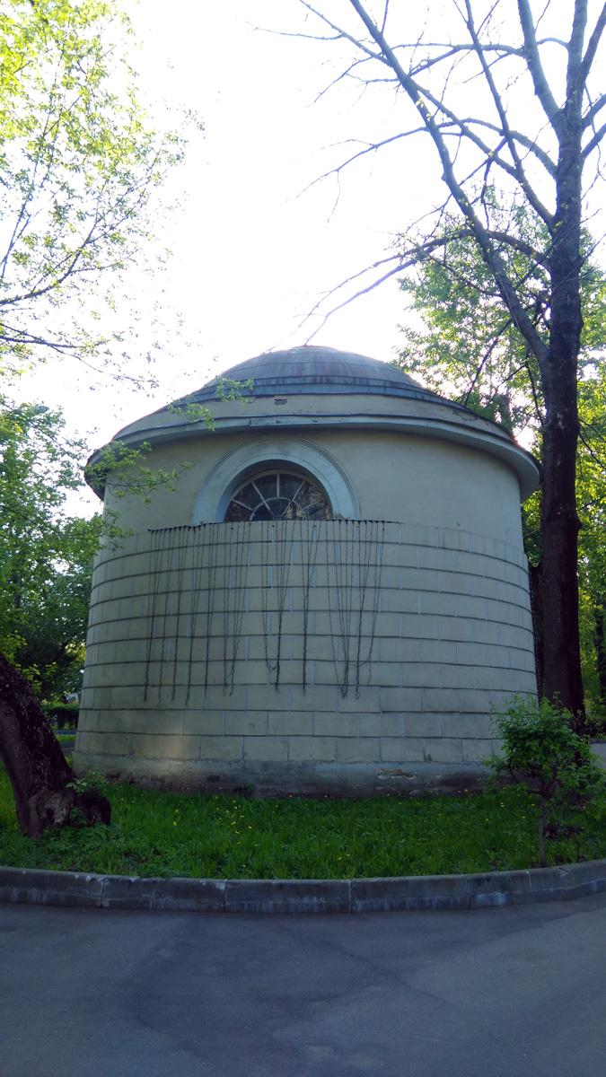 Бывшая ризница храма Апостола Павла. В советское время здесь находилась больничная библиотека.