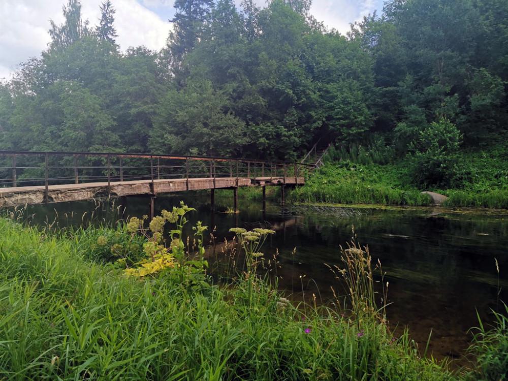 Церковный мостик. Существующий ныне, является уже пятым по счету. Предыдущие были деревянные.