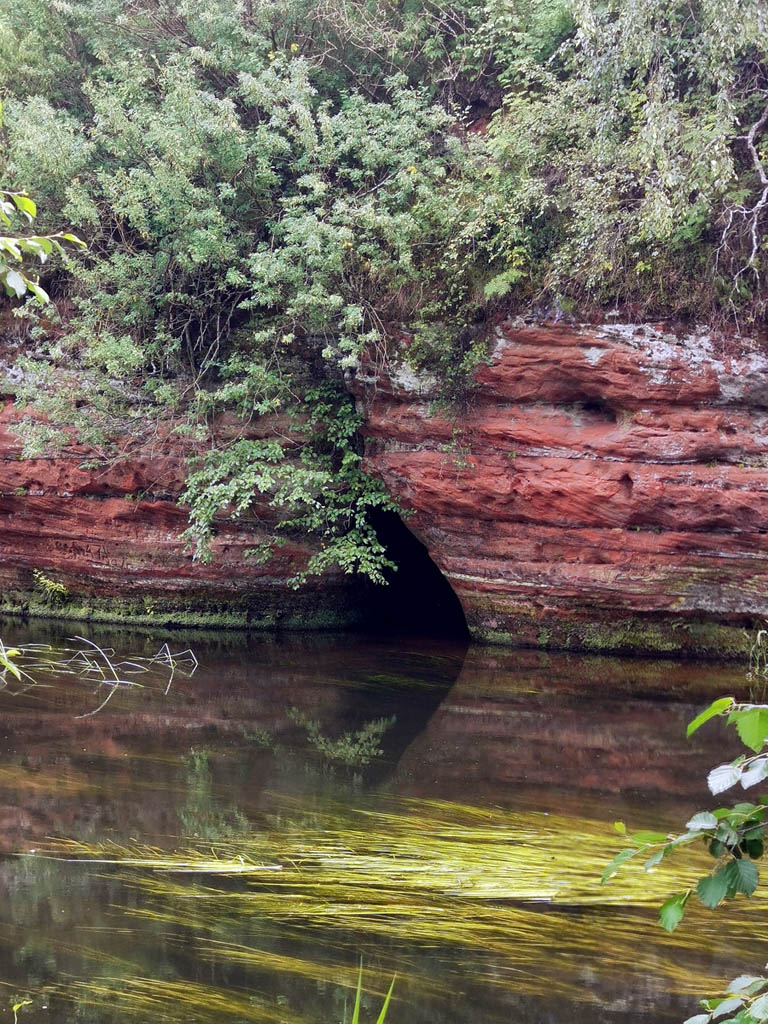 Пещера... Жаль, что я не на лодке...