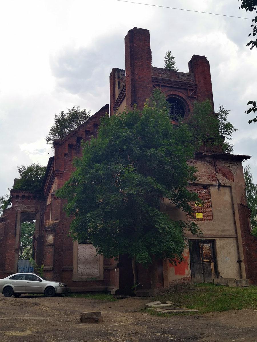 В настоящее время в Гатчине существует небольшая католическая община, около сотни прихожан. Поэтому на быструю реставрацию рассчитывать не приходится...