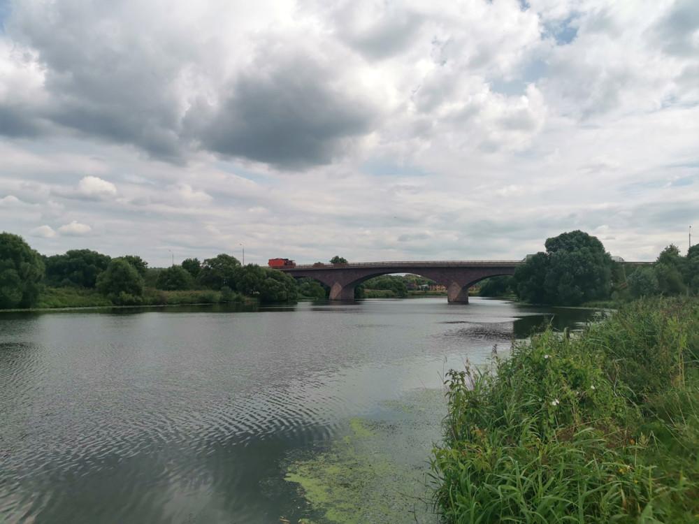 На мост Мельникова ссылаются в учебниках и монографиях, в том числе зарубежных. Он имеет значительную длину и протяженность пролетов сводов, а также пологость сводов 1/6 - 1/7. Это единственный в России мост с такой рекордной пологостью сводов.