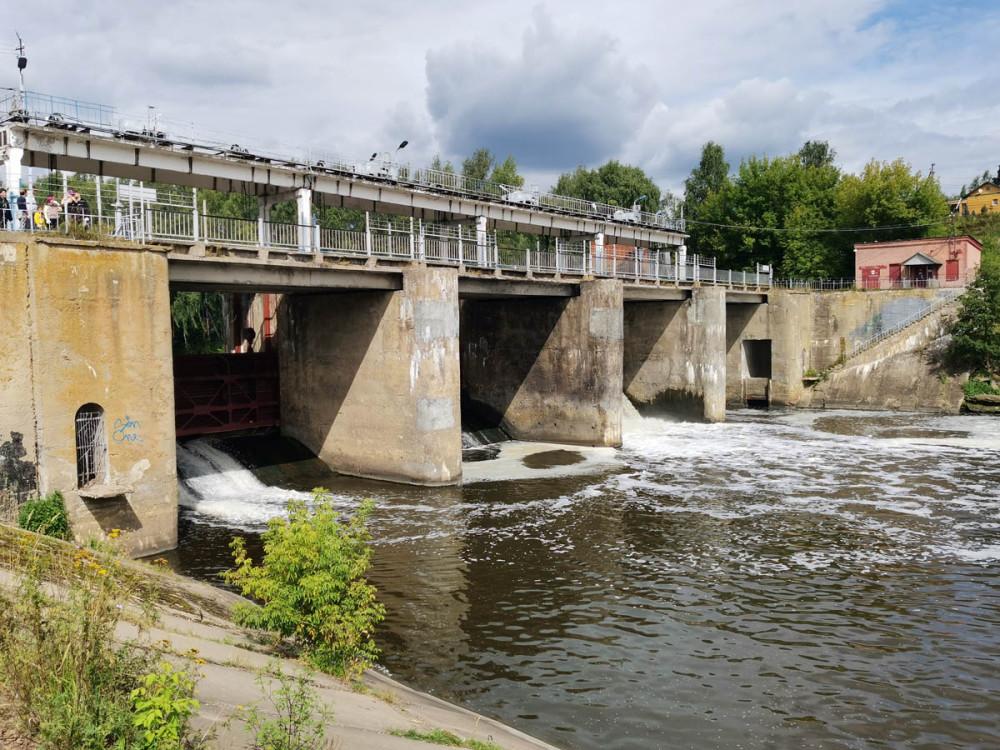 Электрооборудование было демонтировано в 1950-х годах. Продолжает функционировать система регулировки уровеня воды в водохранилище. В настоящее время проезд автомобилей по плотине закрыт, открыто пешеходное движение.