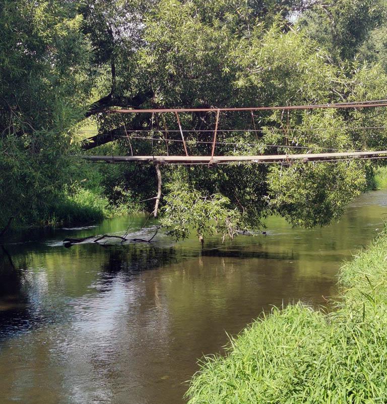 Подвесной мост у села Битягово. Я уже упоминал, что там ослабло натяжение тросов...