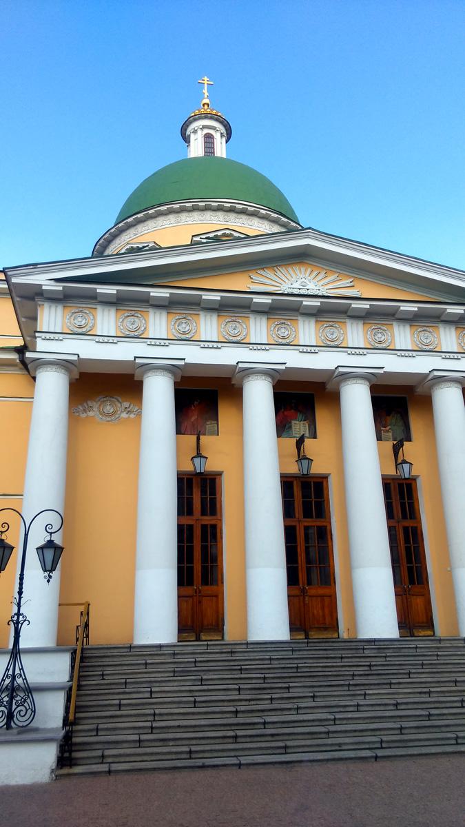 Собор Троицы Живоначальной Данилова монастыря. Построен в 1833-1838 гг. под рук. архитектора О.И. Бове.