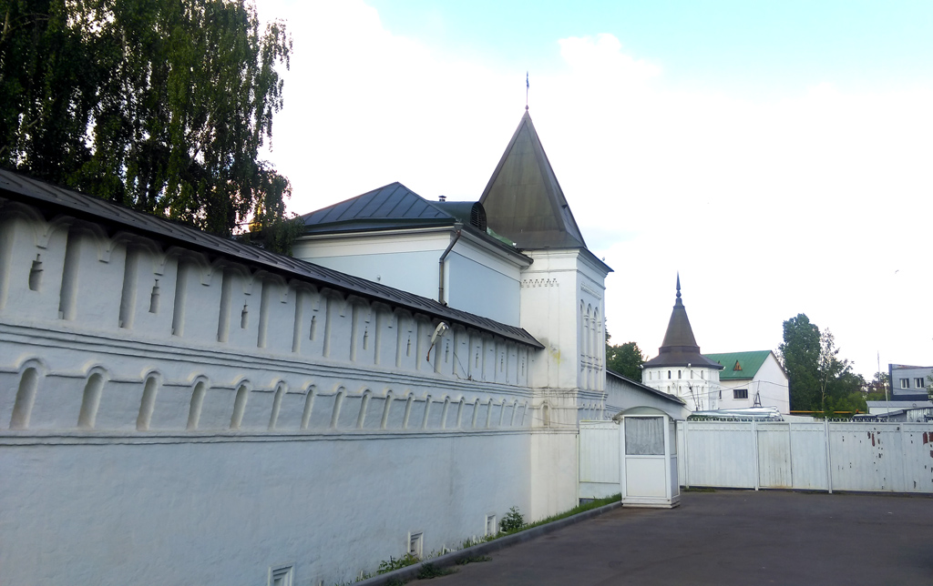 Крепостная стена и башни Данилова монастыря.