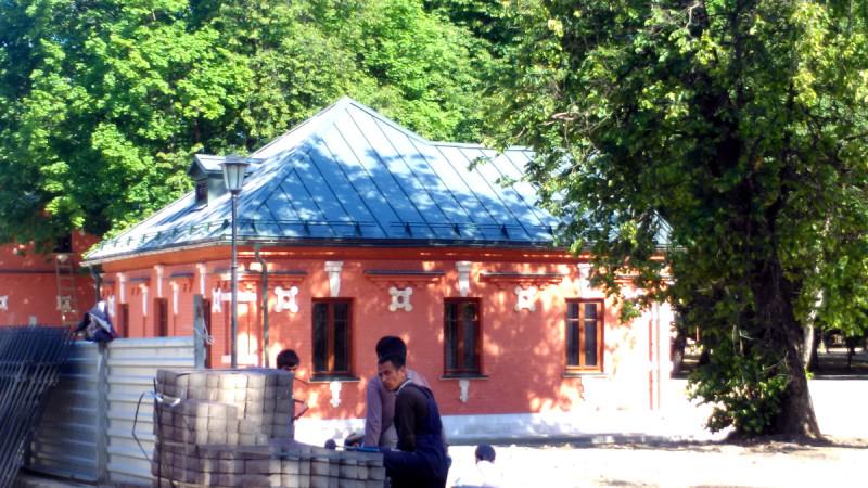 В усадьбе Тимохово (Салазкино) в городе Видное во всю кипит работа.