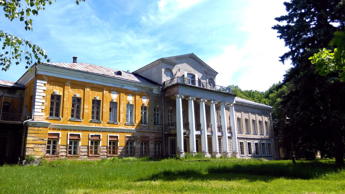 Главный дом усадьбы Суханово